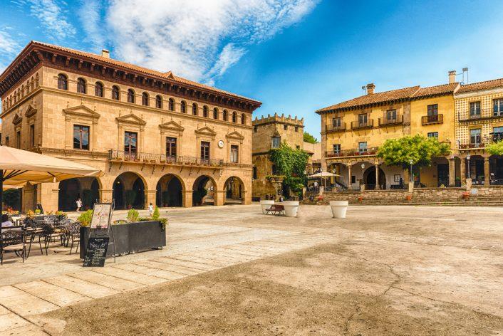 plaza-mayor-pueblo-espanol